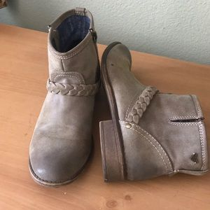 1 hr SALE Roxy Ankle Booties Tan Brown